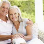Zahnimplantate im Ausland sind für Senioren deutlich preiswerter